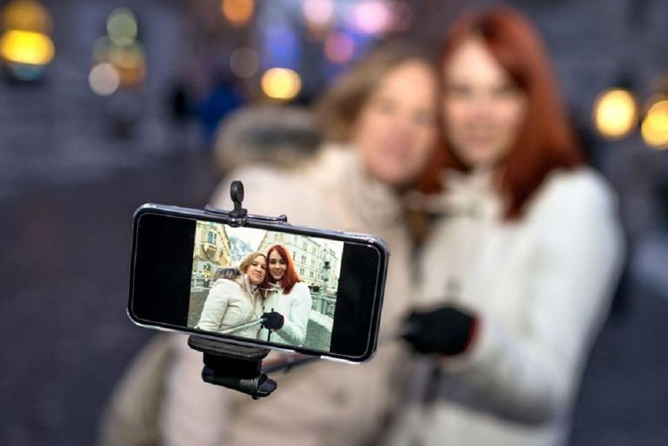 Cum alegi un selfie stick?