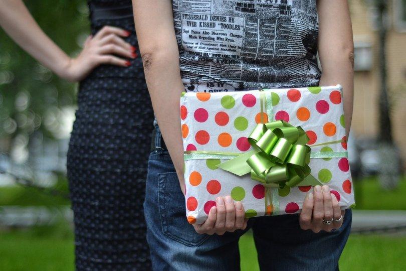 De ce oamenii ofera cadouri?